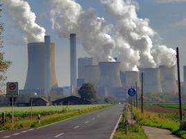 Braunkohlekraftwerk Niederaußem, Quelle: Von Rolfcosar - Eigenes Werk, CC BY-SA 4.0