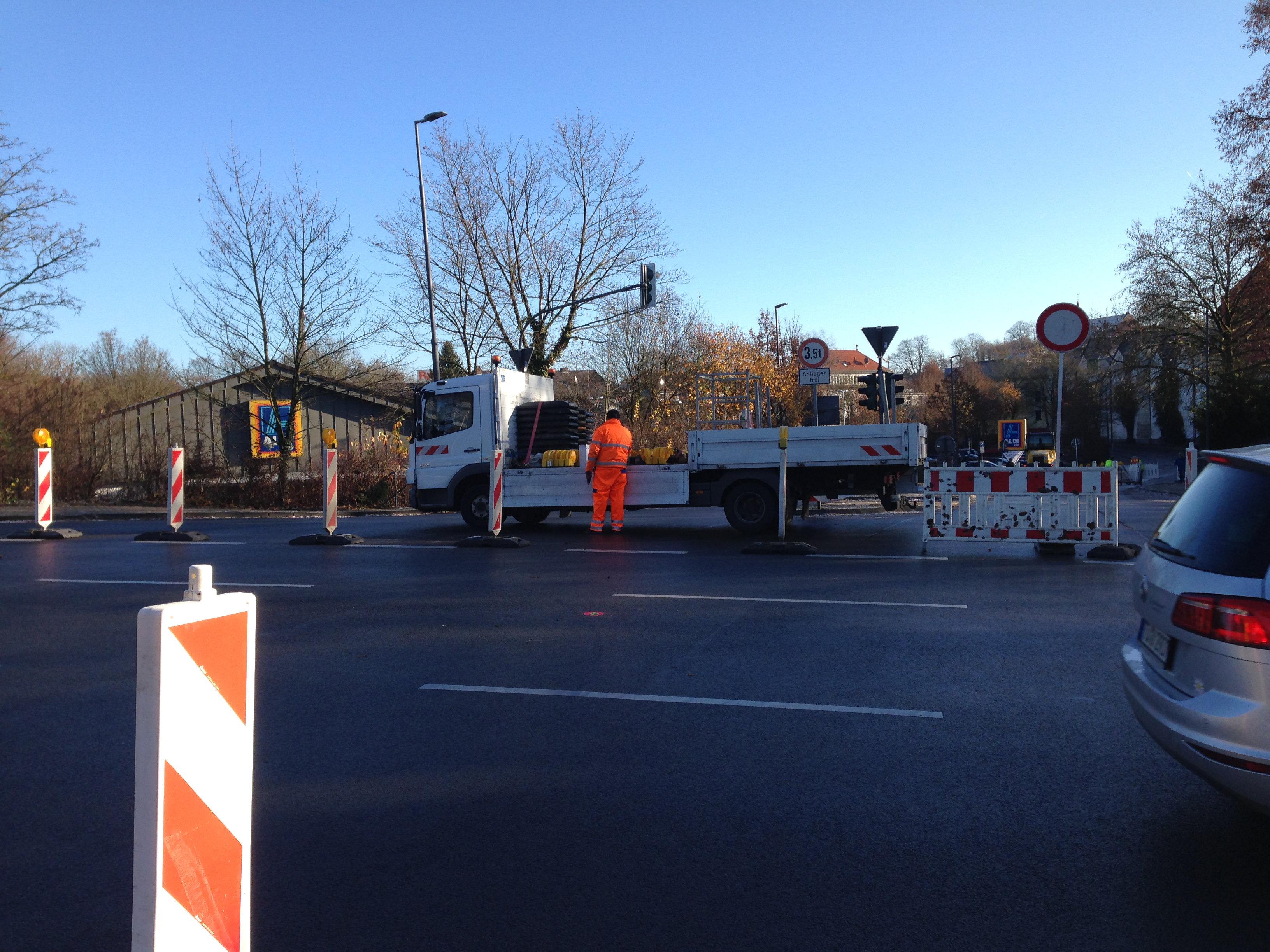 Baustelle am neuem Kreisverkehr an der Lenneper Straße